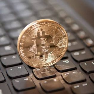 Russian journalists will be paid in Bitcoin